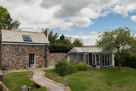 Bijou barn with exclusive-use annexe