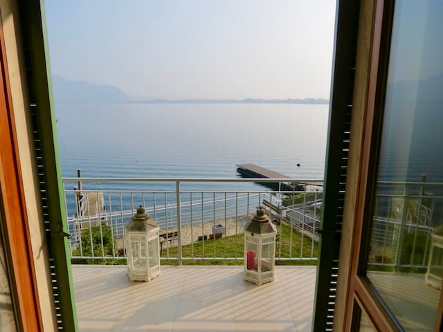 NEW Stunning Apt in Villa directly on the Lake