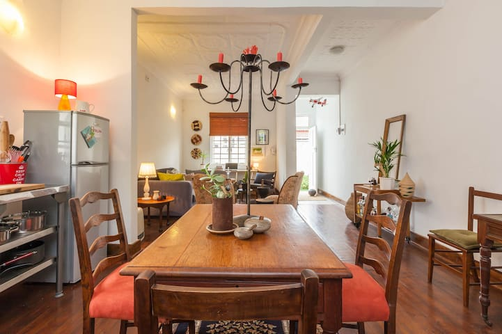 Farm-style cottage in cool Brixton - Johannesburg - Huis