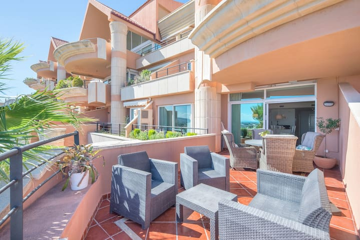 Apartment Magna Marbella with Gorgeous Terrace, Sea Views, Pools, Wi-Fi & Air Conditioning; Parking Available, Pets Allowed