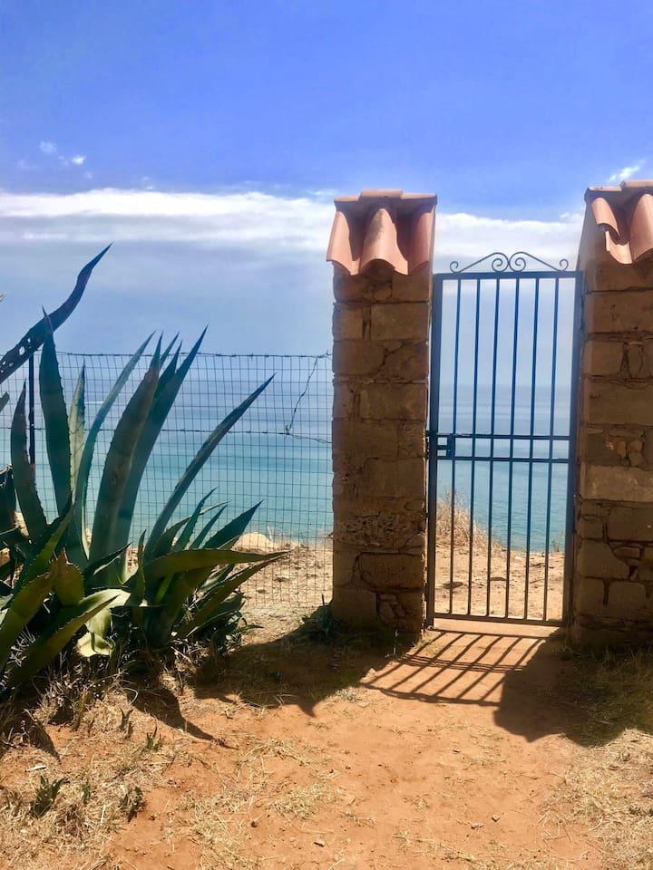 Cancello di uscita/ entrata lato mare