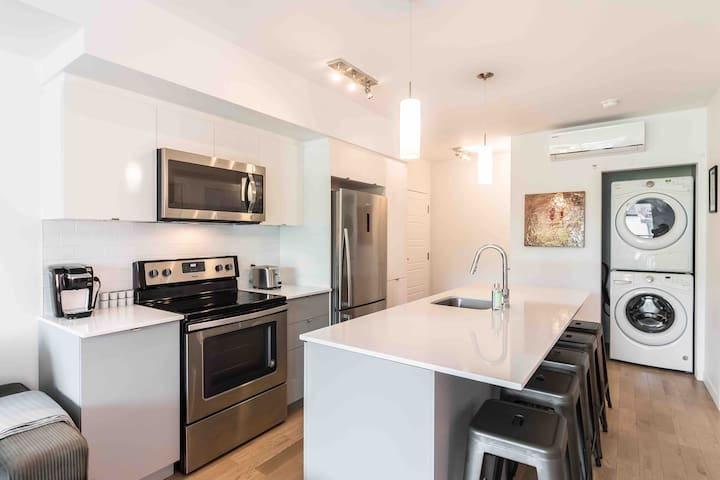 NEW AMAZING CONDO IN HEART OF PLATEAU WALKSCORE 99