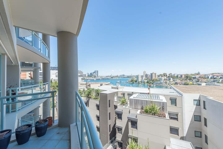 Big 3 Bed Apt with Harbour Views - Milsons Point