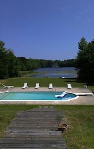 Georgian Colonial 1, lake & pool - Marmora - Rumah