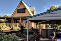 Cosy chalet close to Bendigo Stadium