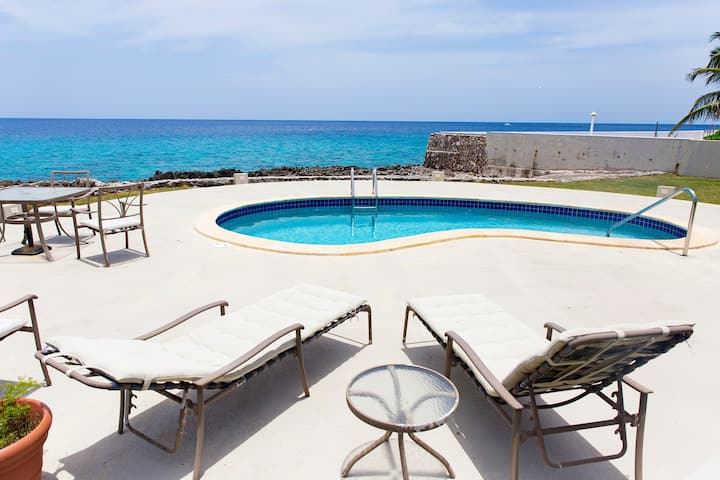 Oceanfront condo with sea view and pool
