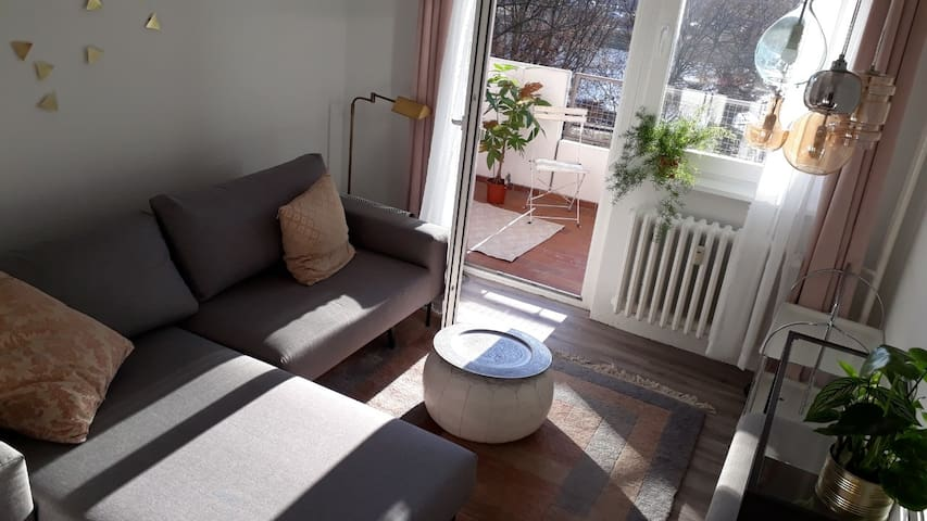 Cosy room with balcony + dog at canal in Kreuzberg