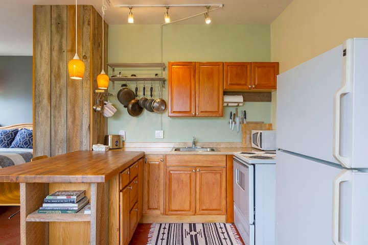 Well-equipped kitchen with all the cooking utensils you need!