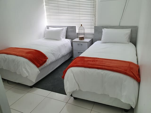 Room 3 2 × Single beds