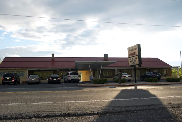 Janey Lynn Motel