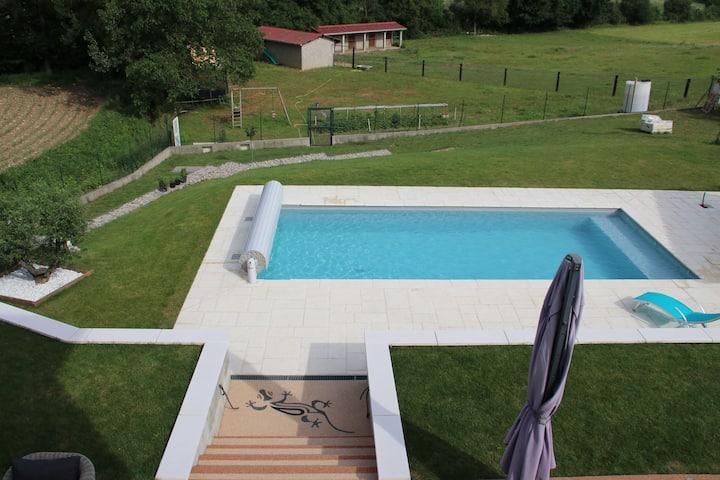 Villa climatisée pour 7 personnes avec piscine.