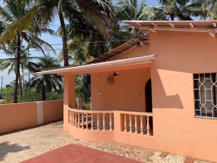 2 bedroom beachside villa in Bogmalo near airport!