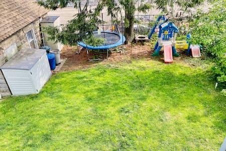 Suburban 3bd w/Deck and Blooming Backyard