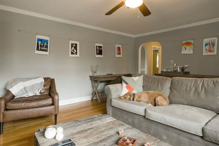 Pet Friendly! 35 Min train to Phily - Berwyn - Hus