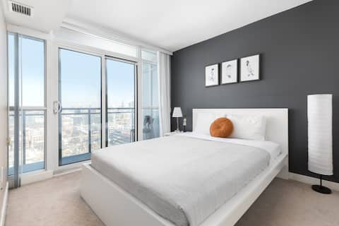 Chic 1BR with Gorgeous Skyline View | Free Parking
