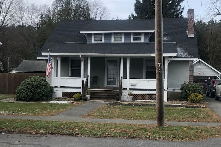 Airy, Updated and Comfortable Craftsman Bungalow!