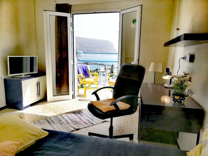 Sunny balcony room with seaview, 250m to the beach