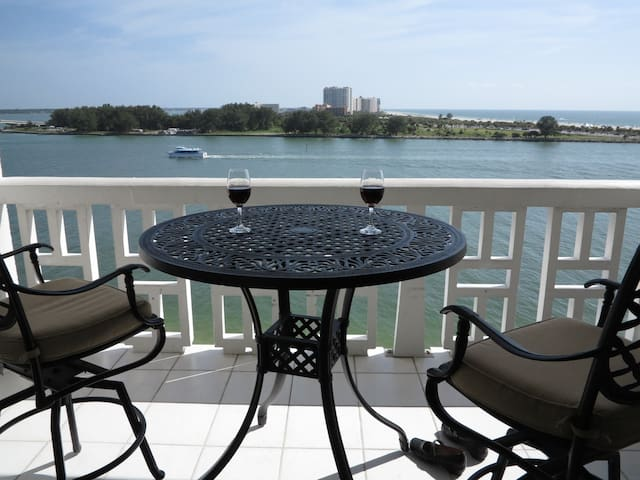 Breath-taking waterfront Clearwater Beach Condo