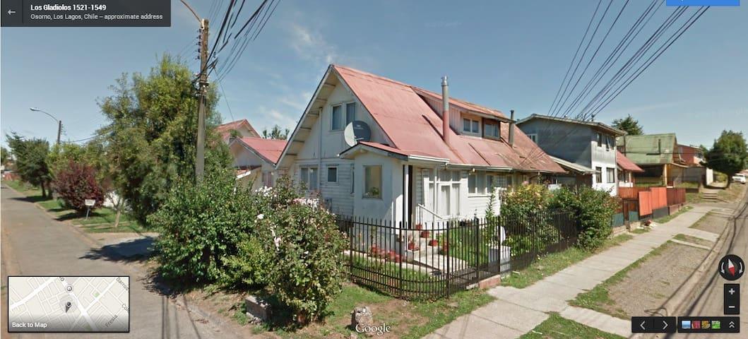 casa Osorno completa,centrica,ideal para familia - Osorno - Dům