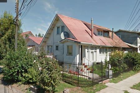 casa Osorno completa,centrica,ideal para familia - Osorno - Haus