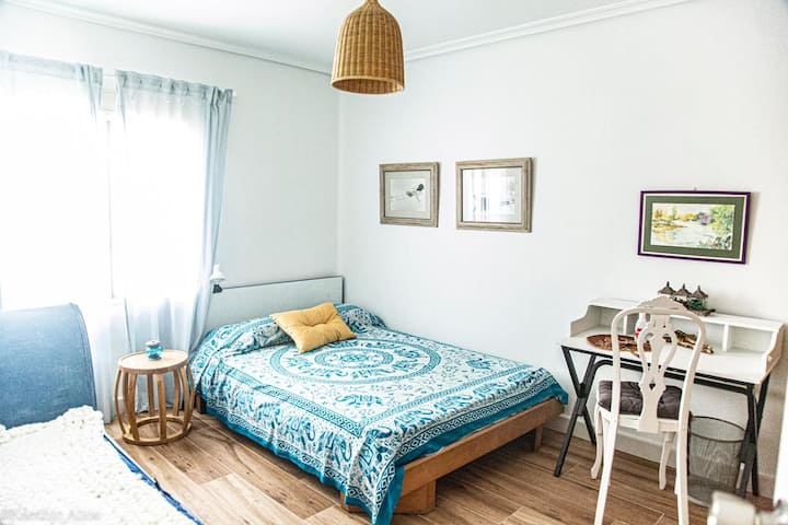 Spacious Room in a safe & Cosy atmosphere