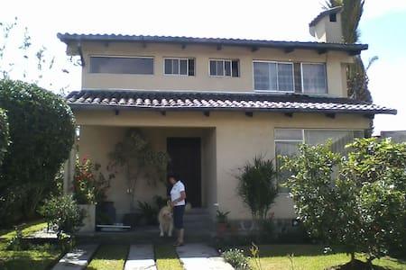 Habitación privada en casa de familia - Talo
