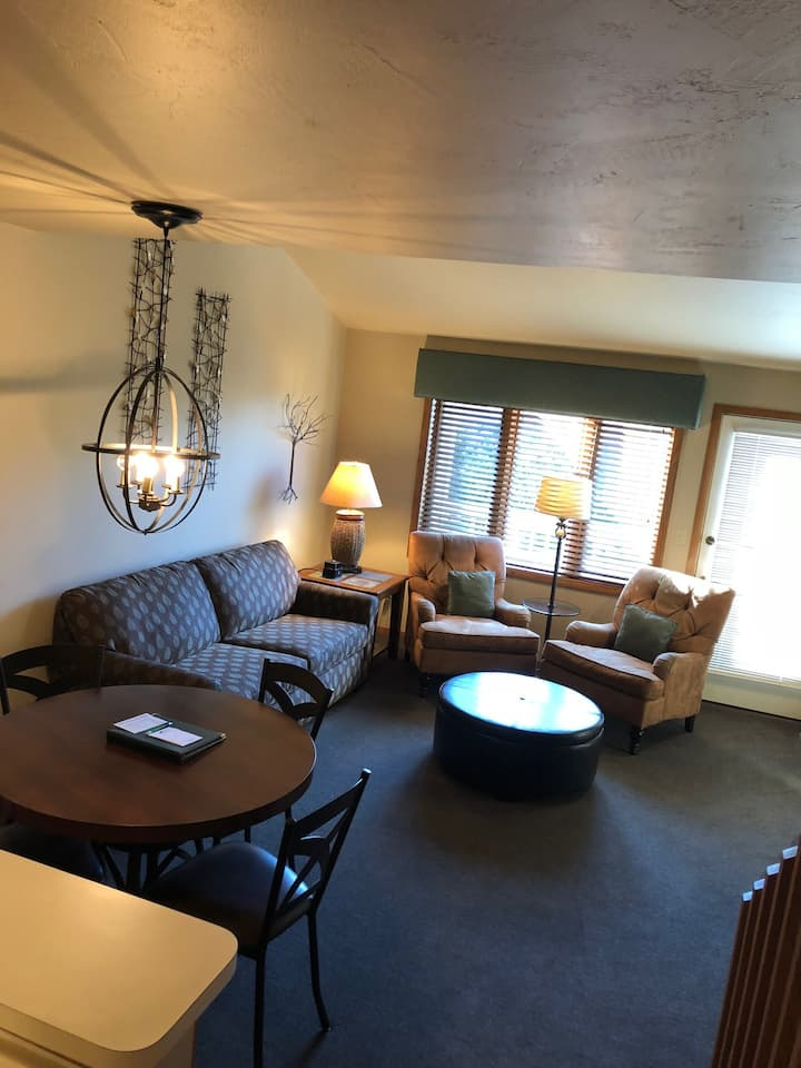 Evergreen Hill Condo B4 - stay by the park