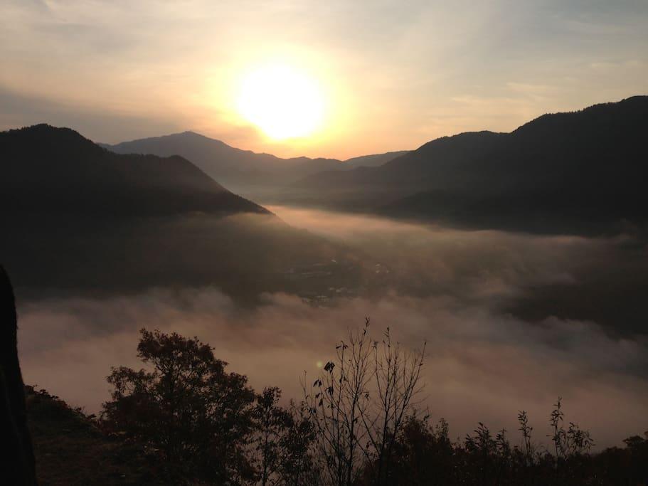 竹田城跡からの雲海   Sea of   cloud from  Takeda  Casle  Ruins