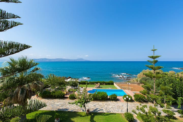 Private Beach & Pool at Big Groups Villa Katerina