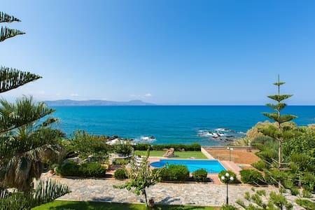 Private Beach & Pool at Big Groups Villa Katerina - Petres - Villa
