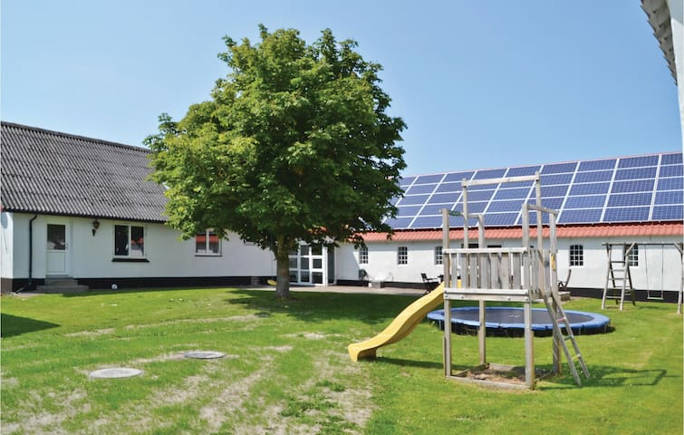 Holiday cottage with 5 bedrooms on 300 m² in Fjerritslev
