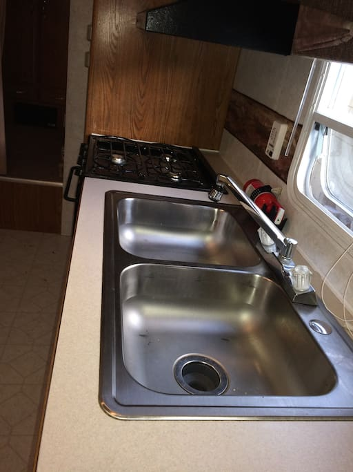 Great size kitchen, has hot and cold water