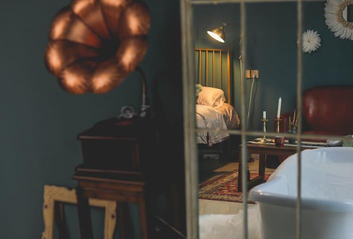 【夏•致】room4 文艺 复古 油画风 奥体中心地铁口300米 航天科创广场