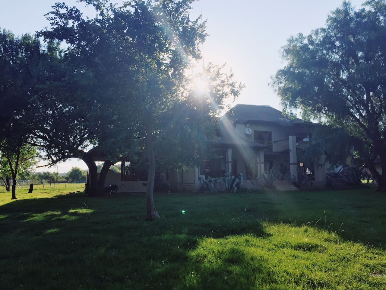 Beautiful farm house next to the Vaal river in the World Heritage site - Vredefort Koepel. 20 min gravel road drive from Parys - Free State