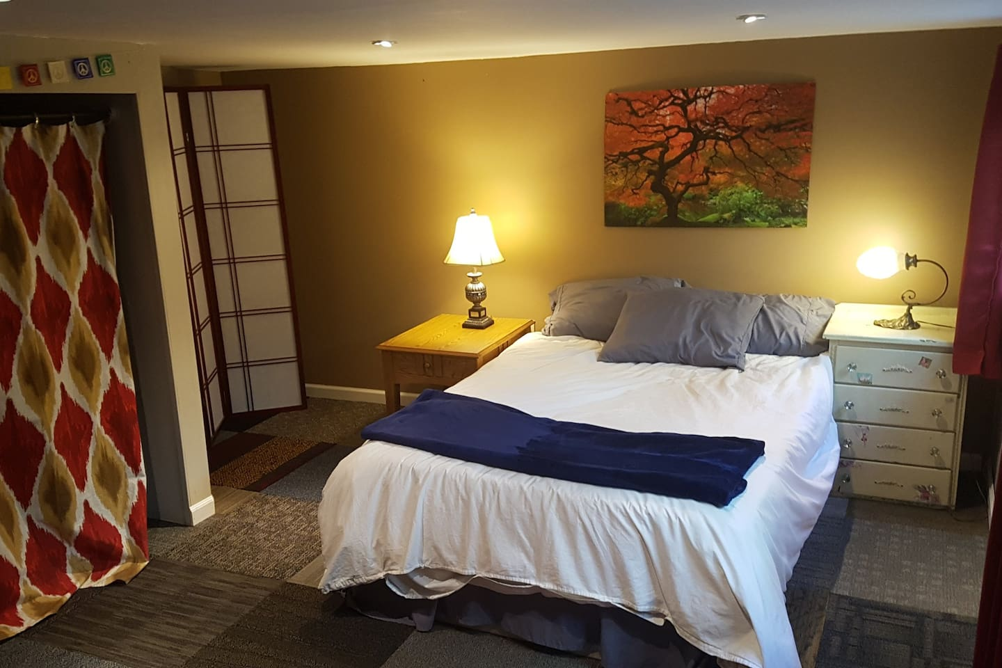 """Main bedroom, has TV with Netflix, Hulu, HBO Go and Amazon Video. The ceiling is about 6'5"""" in this room"""