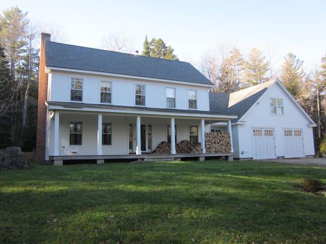Beautiful Farmhouse on 10 Acres - Weston - House