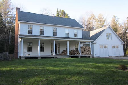 Beautiful Farmhouse on 10 Acres - Weston - House