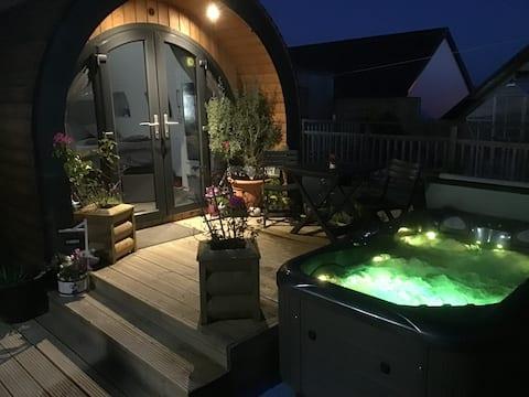 Cosy Pod With Hot Tub & Private Garden