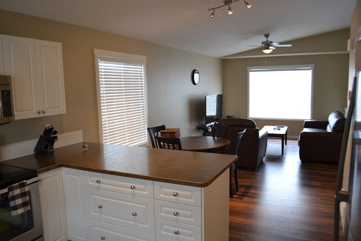 Large suite in duplex close to all amenities