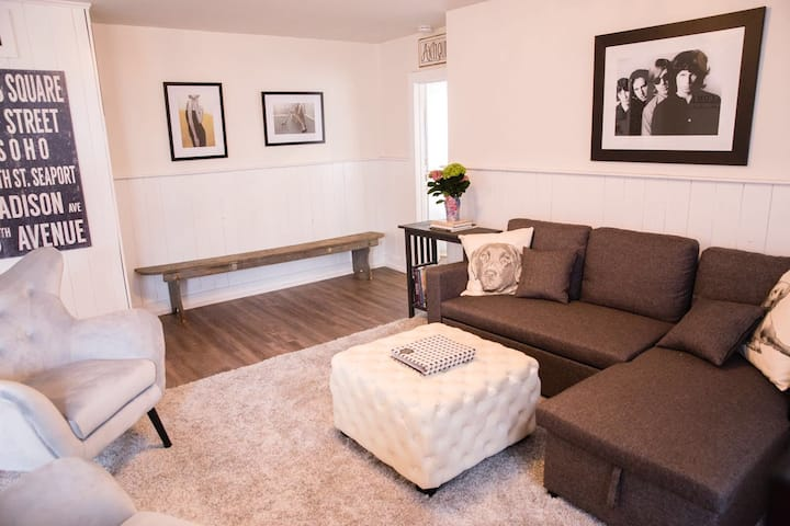 Downtown One Bedroom Owner's  Suite w/Pvt Entrance