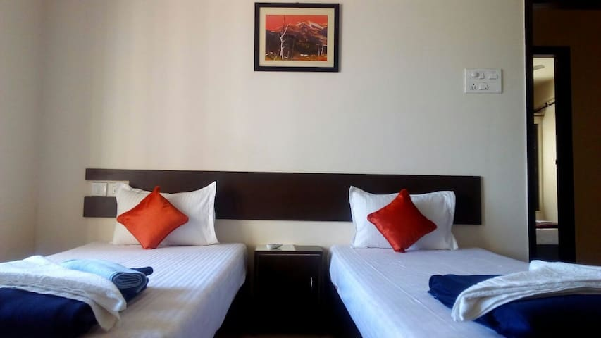 Comfortable Private Room in Thane - Free WiFi