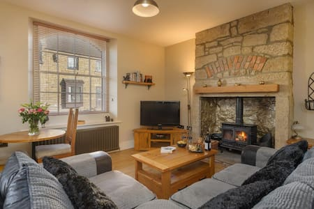 Luxury one-bedroom holiday apartment with log fire