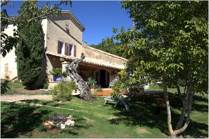 La grange aux lavandes. Chambre d'hôte privée - Simiane-la-Rotonde - Aamiaismajoitus