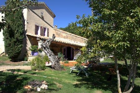 La grange aux lavandes. Chambre d'hôte privée - Simiane-la-Rotonde - Oda + Kahvaltı