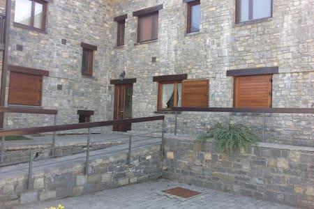 Apartamento con terraza en Castiello de Jaca - Condomínio