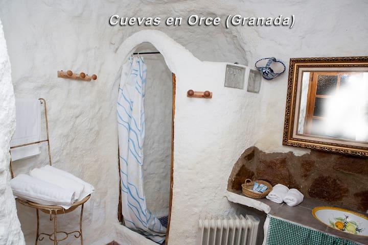 baño casa cueva