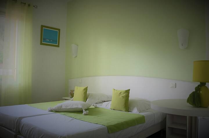 Villa Esmeralda Vue Colline : Chambre Verte