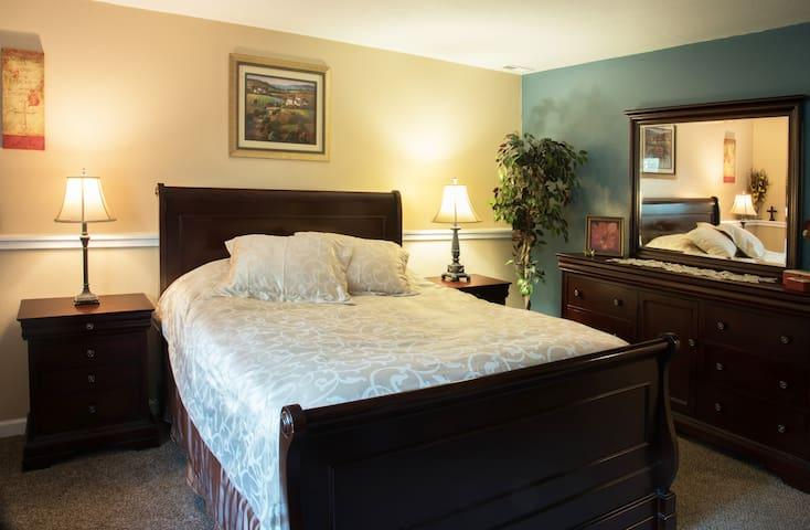 """Queen Size bed, 55"""" Smart TV & WiFi."""