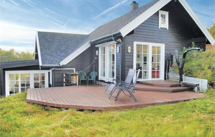 Holiday cottage with 5 bedrooms on 140m² in Norheimsund