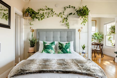Vines, Vinyl and Sun-Drenched Oakland Oasis